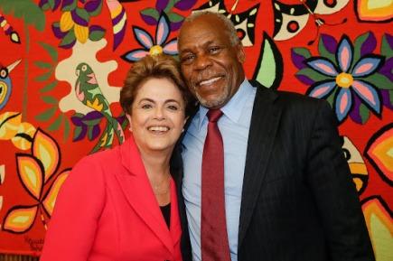 Dilma e Dennis Glover Sorridentes